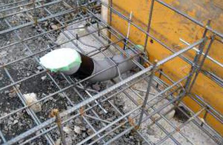 基礎貫通スリーブ・排水ヘッダー