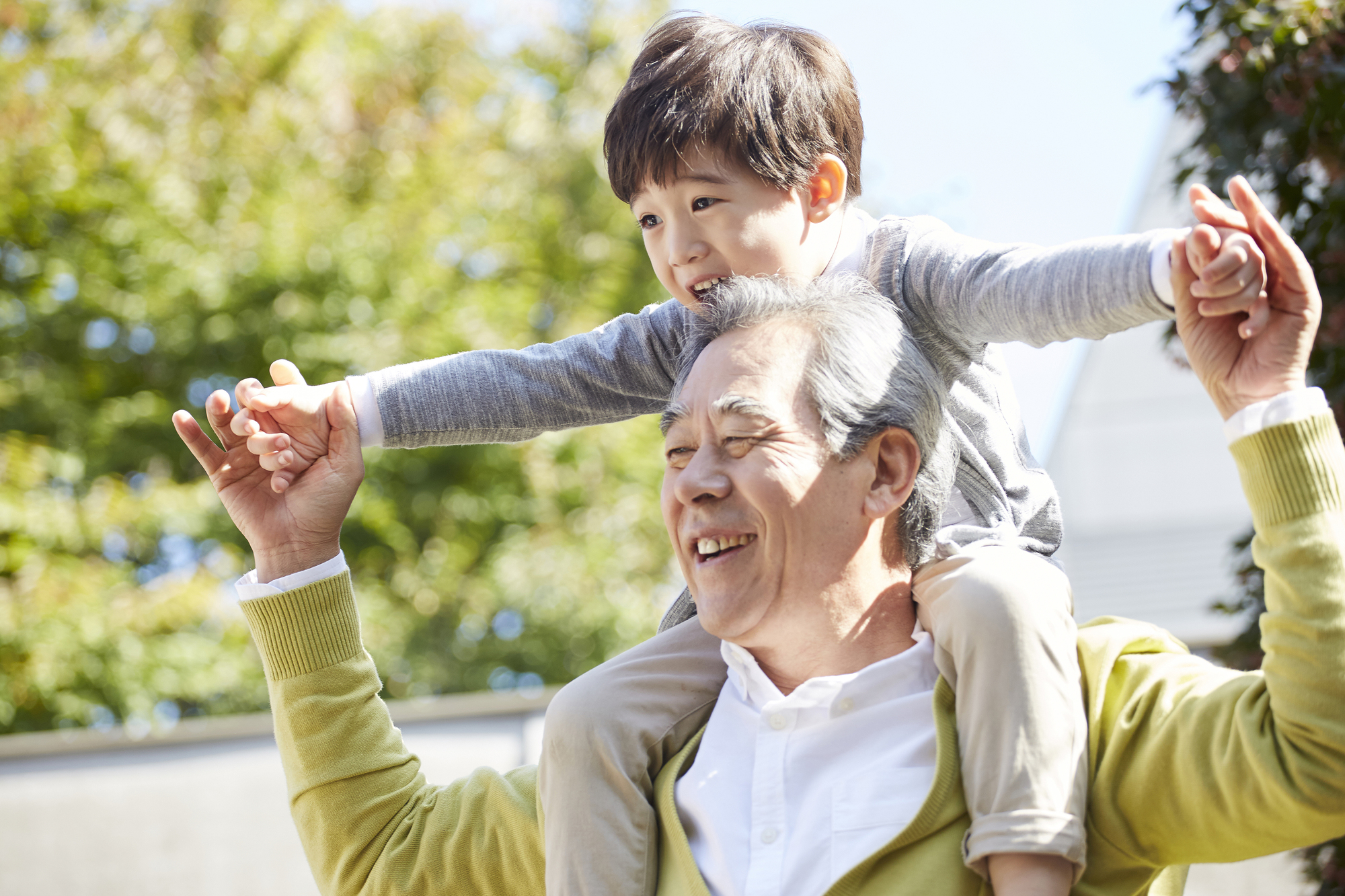 地下鉄駅徒歩8分。いつでもおじいちゃん、おばあちゃんを呼べるから安心