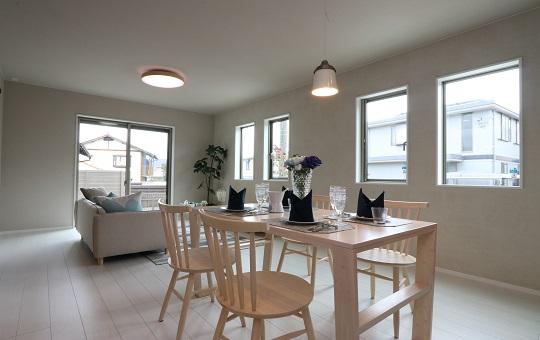 家族が集まる和室スペースで、家族間の「会話の風通し」も良くしてくれる。
